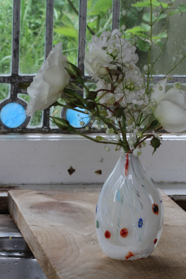 iceberg rose in Gary Nash vase