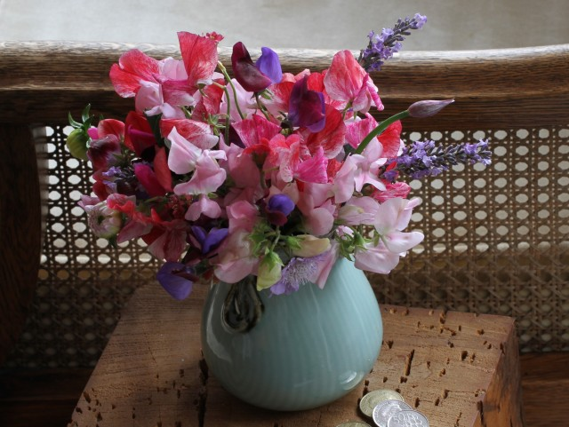 sweet peas in japanese kutani vase