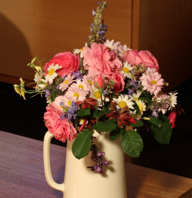 roses daisies and chrysanthemums bouquet