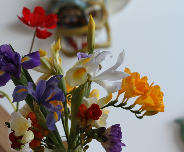 freesias-dutch-iris-with-mask