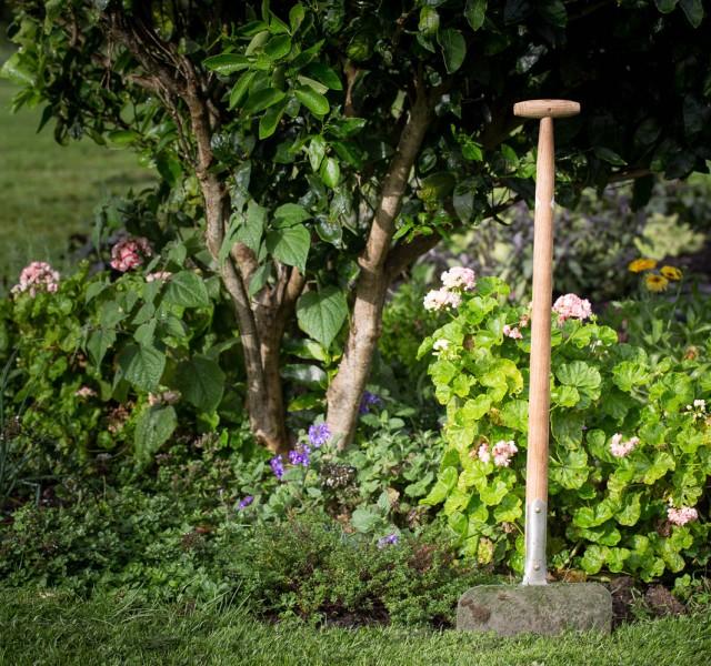 Edging spade